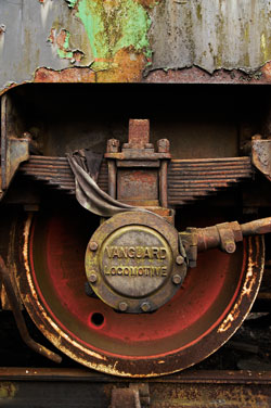 Tamron SP AF28-75mm f/2.8 XR Di LD Asp IF Macro rusty train