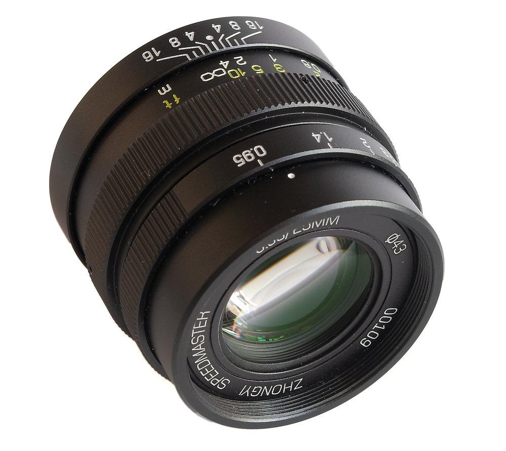 Zhongyi 25mm F0,95 Oblique View