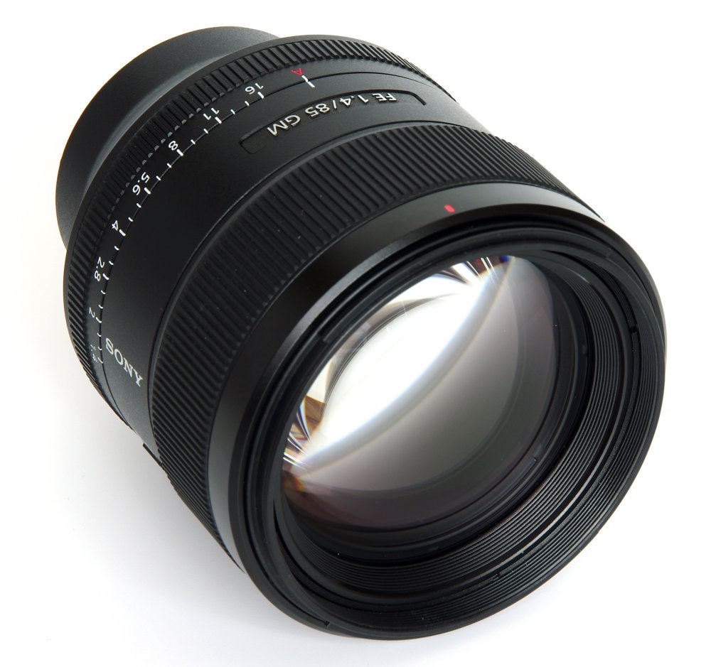 Sony Fe 85mm F1,4 Front Oblique View