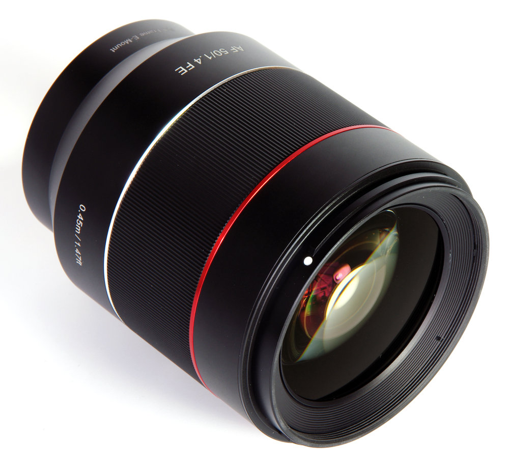Samyang 50mm F1,4 Front Oblique View