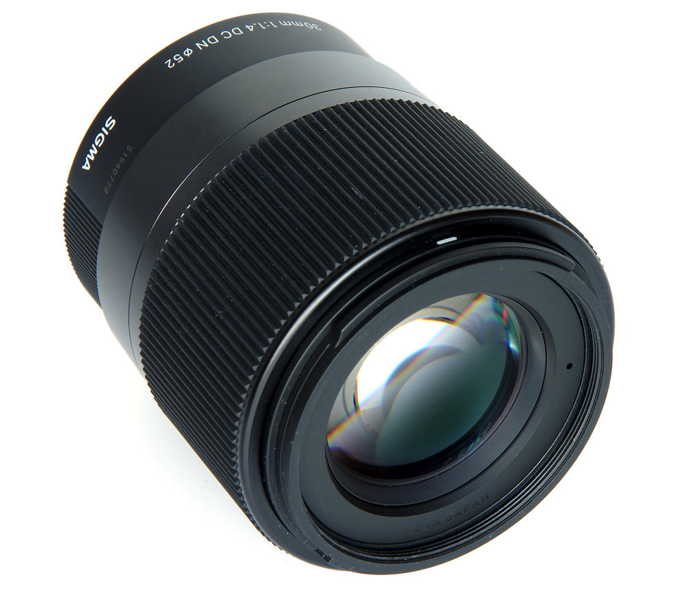 Sigma 30mm F1,4 Dc Dn Contemporary Front Oblique View