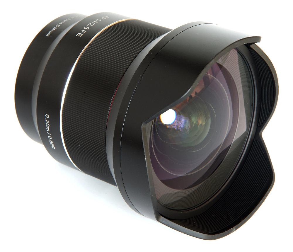 Samyang 14mm F2,8 Front Oblique View