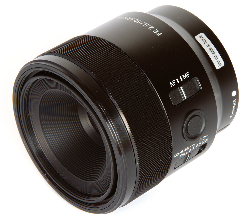 Sony Fe 50mm F2,8 Macro Front Oblique View