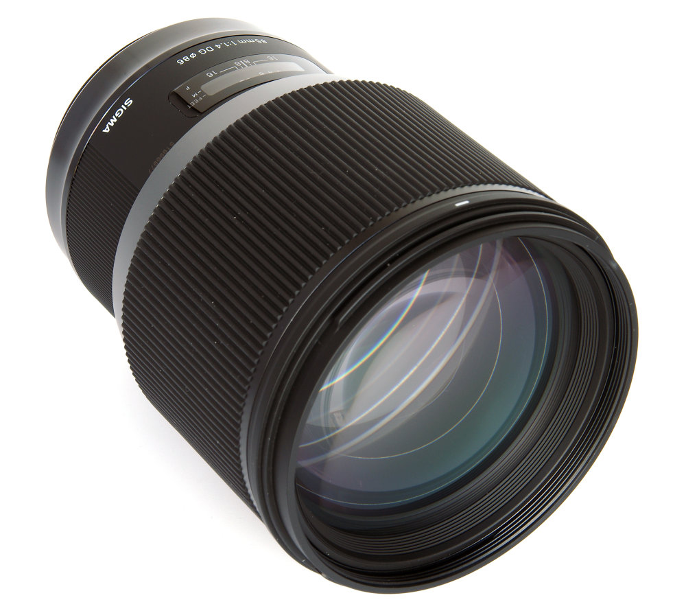 Sigma 85mm F1,4 Art Front Oblique View
