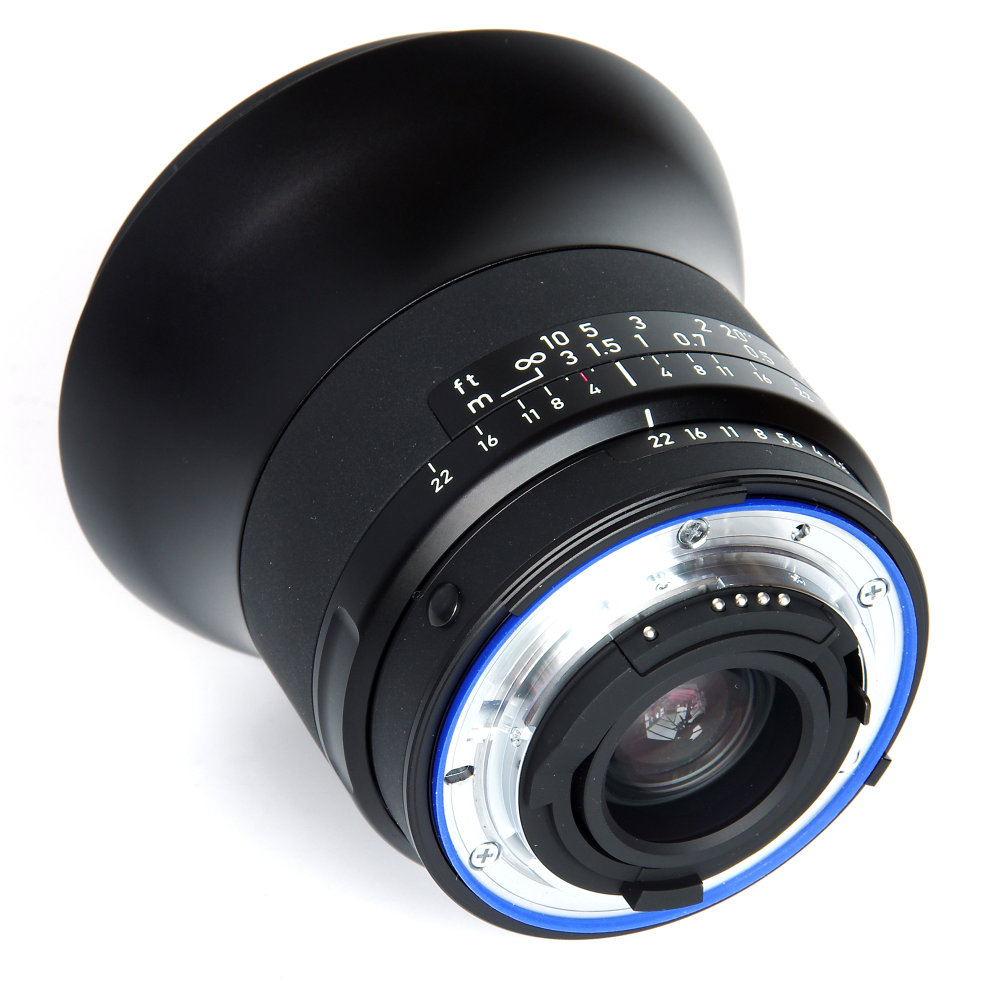 Zeiss Milvus 18mm F2,8 Rear Oblique View