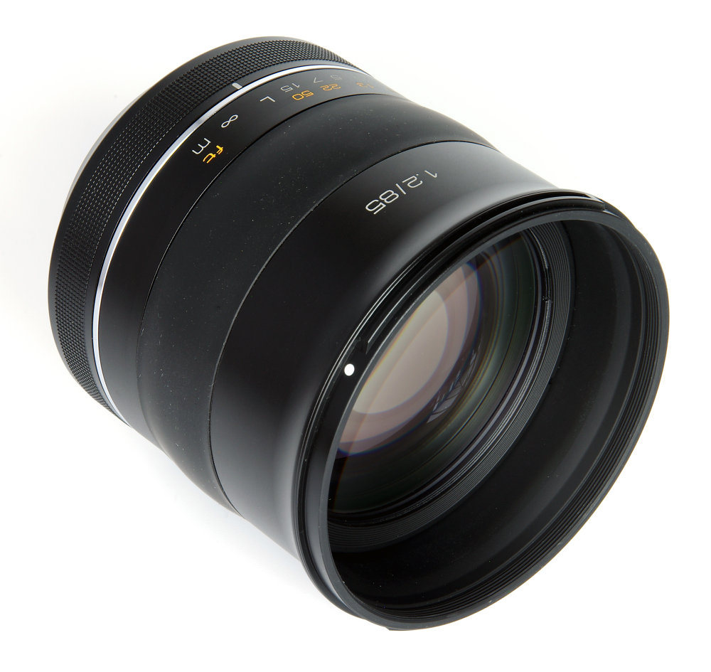 Samyang 85mm F1,2 Front Oblique View