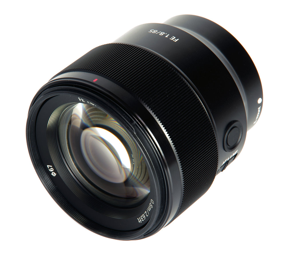 Sony Fe 85mm F1,8 Front Oblique View