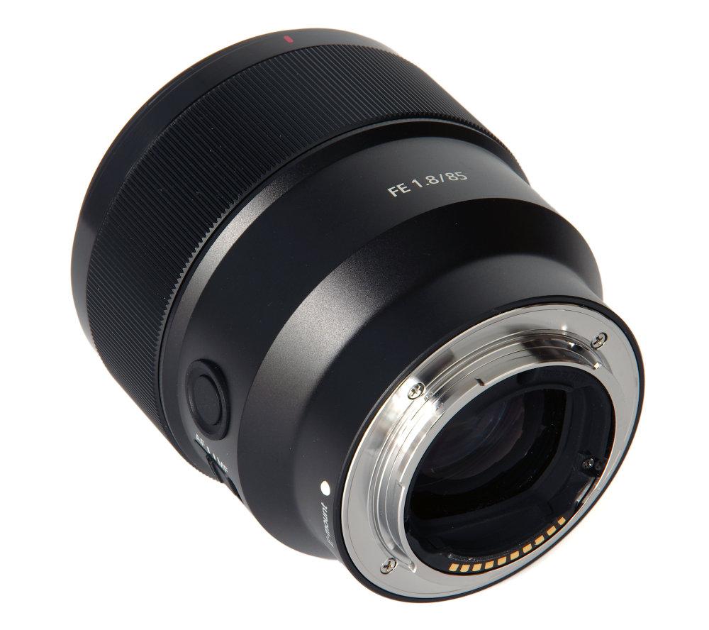 Sony Fe 85mm F1,8 Rear Oblique View