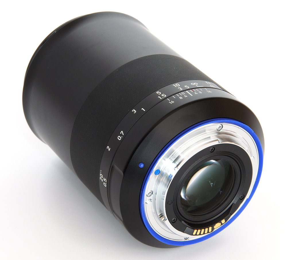 Zeiss Milvus 35mm F1,4 Rear Oblique View