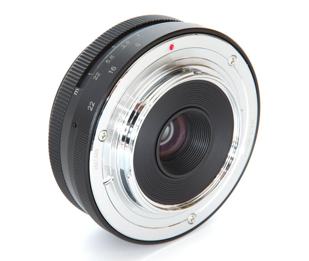 Meike 28mm F2,8 Rear Oblique View