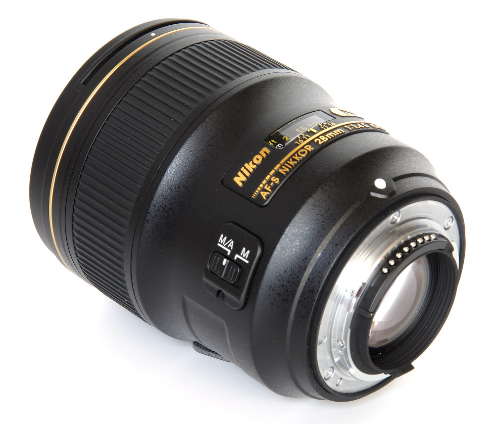 Nikkor 28mm F1,4 Rear Oblique View