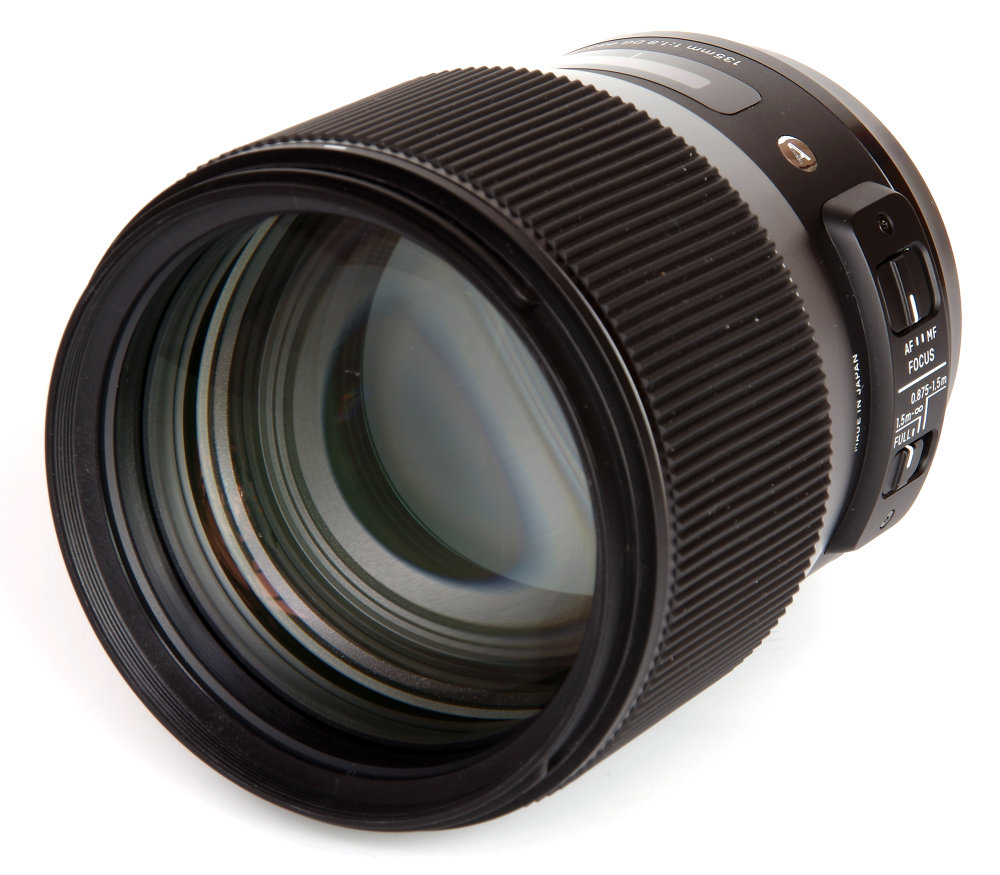 Sigma 135mm F1,8 Art Front Oblique View