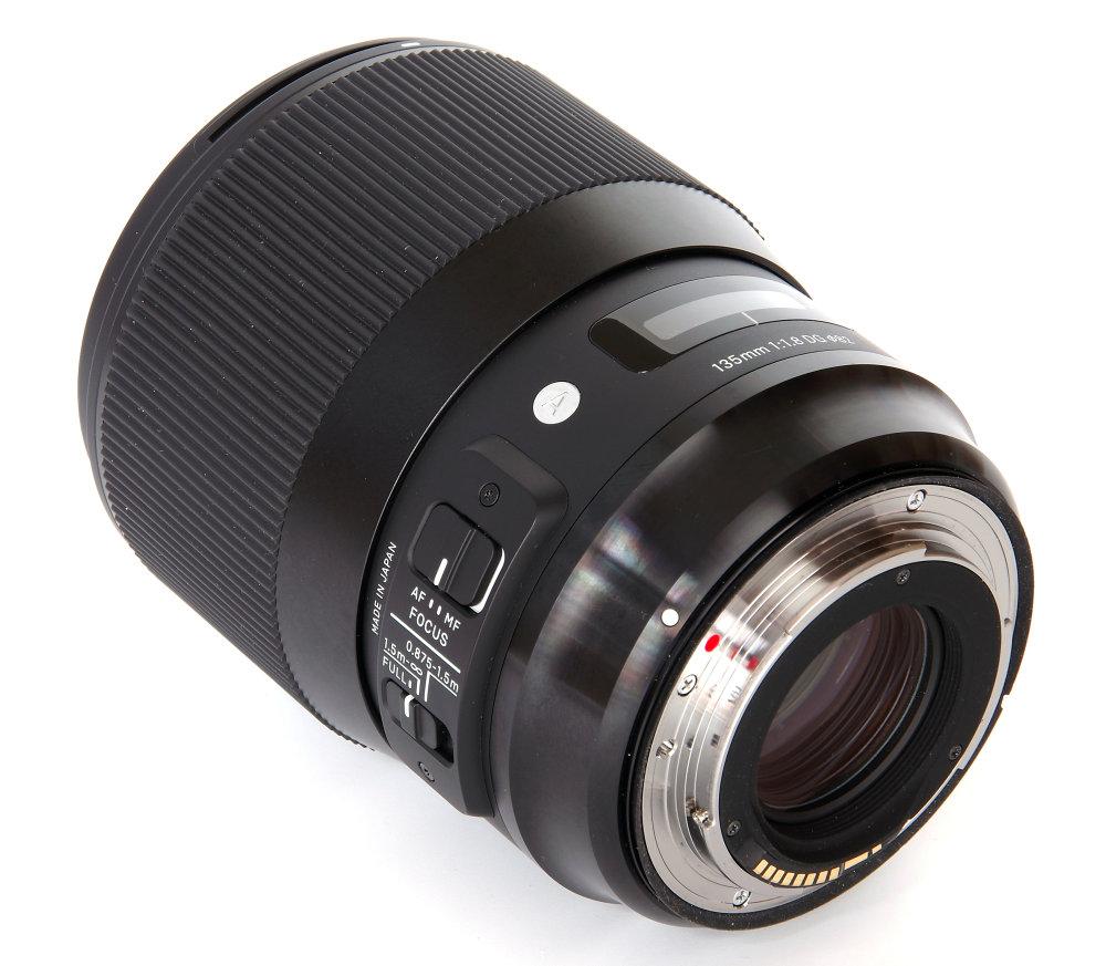 Sigma 135mm F1,8 Art Rear Oblique View