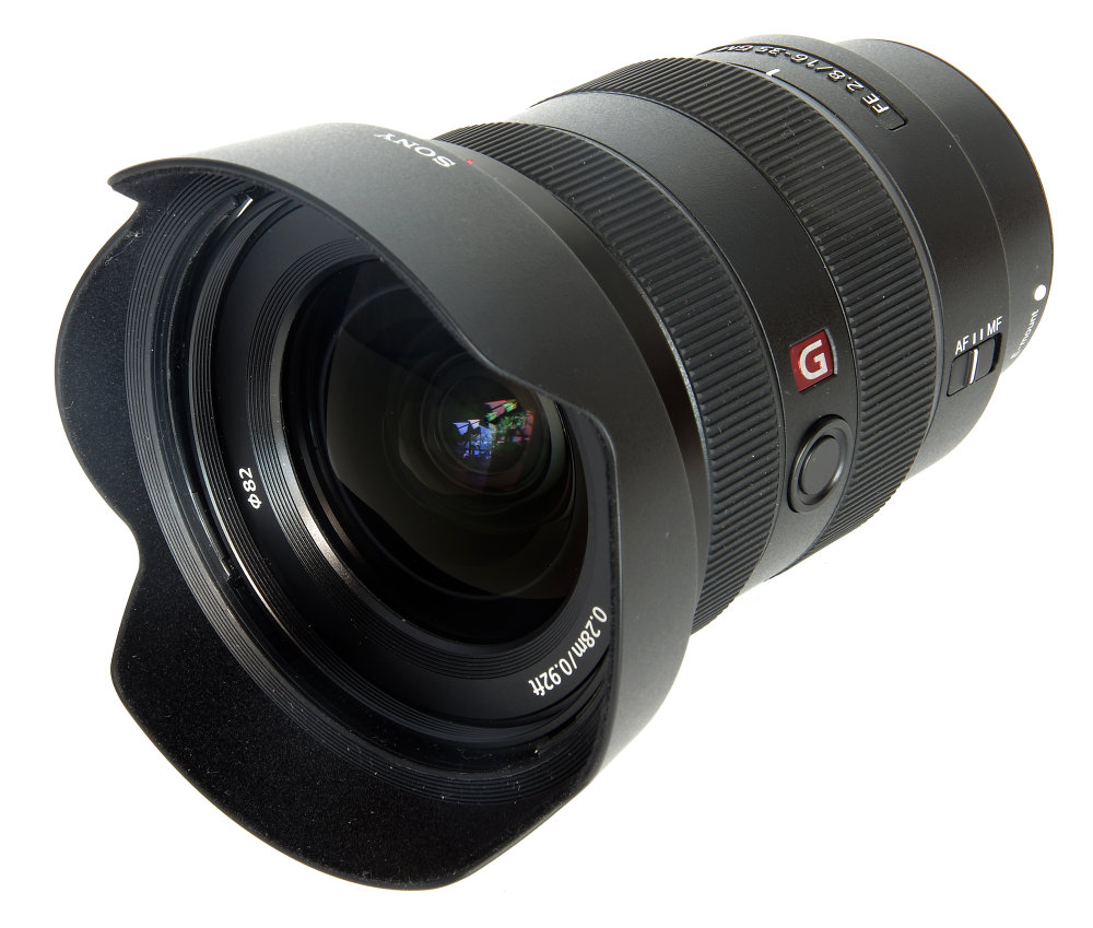 Sony 16 35mm F2,8 Gm With Hood Front Oblique View