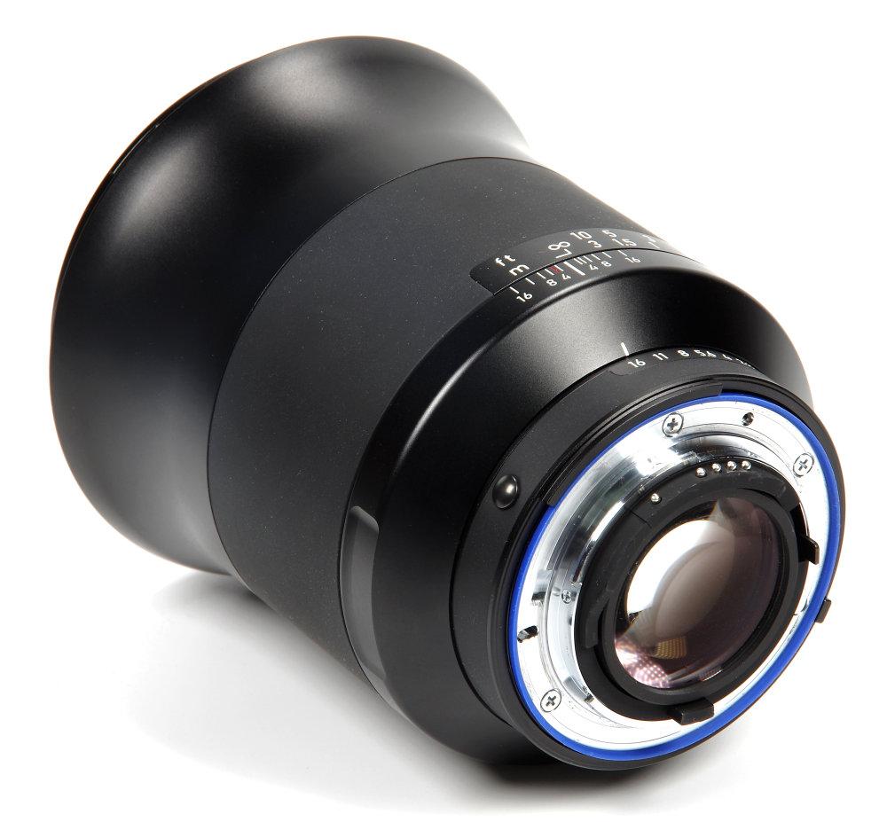 Zeiss Milvus 25mm F1,4 Rear Oblique View