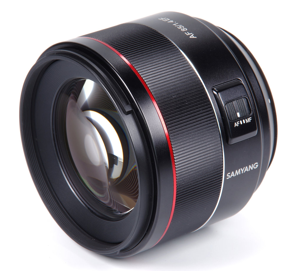 Samyang 85mm F1,4 Front Oblique View
