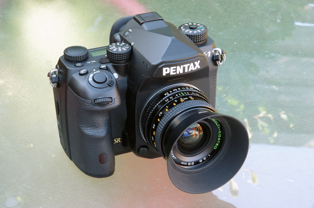 Chinon 28mm F2,8 With Olympus 28mm Lens Hood On Pentax K 1